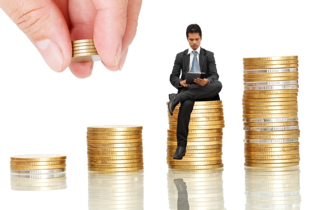 Вопрос: Об учете ИП, применяющим УСН и (или) уплачивающим ЕНВД, страховых взносов в ПФР и ФФОМС в размере 1% от суммы дохода, превышающего 300 000 руб.